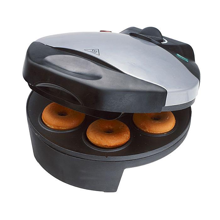 Smile WM 3606 пончикмейкерWM 3606Аппарат для пончиков (пончикмейкер) Smile WM 3606 станет великолепным подарком для любой хозяйки. Быстро и без хлопот радуйте родных и близких вкуснейшими мини-пончиками. Приготовление пончиков занимает несколько минут, одновременно можно испечь 7 штук. В процессе приготовления переворачивать пончики не нужно. Термоизолированная ручка гарантирует комфорт при использовании прибора, а плавная регулировка температуры поможет следить за тем, чтобы выпечка не подгорела и как следует пропеклась. Посыпьте готовые изделия сахарной пудрой, обмажьте глазурью или полейте растопленным шоколадом! Разнообразие рецептов позволит готовить лакомство каждый раз по-новому!