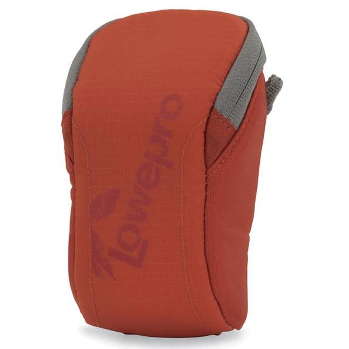 Lowepro Dashpoint 10, Red чехол для фотокамерыDashpoint 10 красныйУдобный чехол Lowepro Dashpoint 10 для компактных фотокамер. Внутренняя отделка из вспененного полимера (EVA) надежно защитит Ваши мобильные устройства. Также имеется внутренний кармашек для карты памяти.Вертикальный или горизонтальный вариант крепленияПодходит также для смартфонов и других мобильных электронных устройств