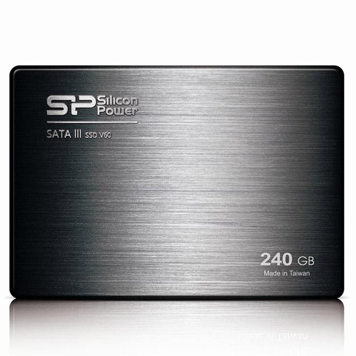 Silicon Power Velox V60 240GB SSD накопительSP240GBSS3V60S25Твердотельный накопитель Silicon Power Velox V60 с контроллером SandForce второго поколения.Значительное повышение производительности SATA III:Оснащенный новейшим контроллером SandForce, Velox V60 демонстрирует потенциал интерфейса SATA III 6 Гбит/с и обладает скоростью чтения до 550 МБ/с и скоростью записи 500 МБ/с. Новый Velox V60 быстрее других SSD и HDD. Velox V60 способен продемонстрировать более высокую производительность по сравнению с жесткими дисками; для запуска компьютера и приложений потребуется всего несколько секунд.Повышение стабильности и продление срока службы:Velox V60 является более надежным и стабильным по сравнению с жесткими дисками. Отсутствие движущихся частей делает его устойчивым к ударам и вибрациям. Весом менее 64 грамм, Velox V60 является одним из самых легких дисков, доступных на рынке. Твердотельные накопители не нагреваются и отличаются бесшумной работой, что делает их идеальным решением для ноутбуков.Поддерживает команду TRIM и технологию Garbage CollectionПоддерживает NCQ и RAIDОснащен DureWrite и технологией выравнивания нагрузки между блоками флеш-памяти для продления срока службыТехнология ECC для гарантии надежности передачи данныхВстроенная система мониторинга S.M.A.R.T.Низкое энергопотреблениеУстойчивость к ударам и вибрациямФлэш-память: Синхронная 24-нм Toggle Mode NANDКонтроллер: SandForce SF-2281Скорость произвольной записи: до 80 000 IOPSТест на устойчивость к вибрации: 20GТест на устойчивость к ударам: 1500GВ комплекте адаптер для установки в отсек 3,5