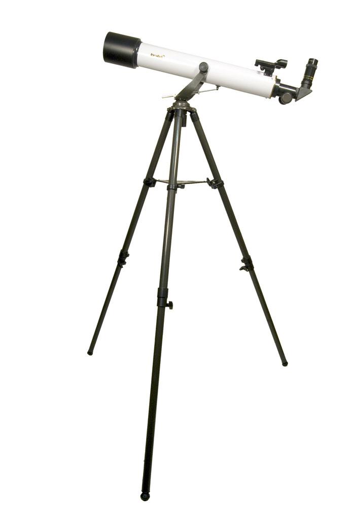 """Levenhuk Strike 80 NG телескоп29270Levenhuk Strike 80 NG — телескоп, который станет первой ступенькой в мир любительской астрономии. Его возможности уже значительно шире, чем у «младших» моделей серии. Благодаря увеличению 360x телескоп сможет показать детали в кpатеpах Луны и ее горных массивах, фазы Меpкуpия, щель Кассини в кольце Сатуpна, его спутник Япет, наиболее крупные подробности в поясах Юпитеpа, полярные шапки Маpса в эпохе его противостояний. Телескоп дает разрешение двойных звезд с расстоянием компонент 1,6 и имеет проницающую способность до 11,5m. И все это — уже «из коробки».Старшая модель серии Levenhuk Strike 80 NG, которая отличается большими оптическими возможностями. Это рефрактор-ахромат на легкой азимутальной монтировке, который хорошо подойдет для начинающих любителей астрономии любого возраста. Благодаря не имеющей аналогов богатой комплектации, включающей все необходимое для проведения наблюдений, будет отличным подарком для любознательного подростка. В этот телескоп можно рассмотреть множество деталей на лунной поверхности (кратеры и другие детали поверхности крупнее 5 километров), кольца Сатурна, облачные пояса и спутники Юпитера, фазы Венеры, яркие кометы, туманности и галактики, множество двойных и кратных звезд, звездных скоплений и других интересных объектов.Этот телескоп подойдет для начинающих наблюдателей всех возрастов. На трубе телескопа устанавливается удобный искатель типа red dot, с использованием которого наведение на объекты не занимает много времени. В отличие от младших моделей серии, этот телескоп снабжен реечным фокусером распространенного стандарта 1,25"""". Это позволяет использовать с ним большое количество дополнительных аксессуаров (в том числе и Т-адаптер для присоединения зеркального фотоаппарата). Телескоп установлен на легкой азимутальной монтировке, которая имеет мягкий и плавный ход. Для удобства ведения монтировка снабжена микрометрическим винтом по вертикальной оси. Монтировка устанавливается на двухсекционном ме"""