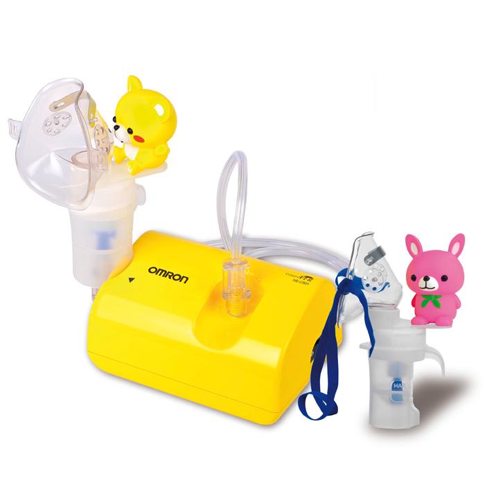 Omron NE-C24-RU Kids детский небулайзер компрессорный NE-C801S-KDRUУТ000000652Компрессорный небулайзер Omron CompAir NE-C24 Kids предназначен для домашнего использования. Применяется для профилактики и лечения таких заболеваний как бронхиальная астма, хроническая обструктивная болезнь легких (ХОБЛ), хронический бронхит, бронхоэктатическая болезнь, муковисцидоз, ринит, фарингит, синусит, ларингит, трахеит и другие респираторные заболевания.Вам больше не придется беспокоить домашних неприятным звуком компрессора, так как уровень шума работы OMRON Comp AIR C24 Kids составляет 46 дБ. Для понимания обозначим, что уровень шума в тихой комнате дома составляет примерно 40 дБ. Маленькие дети часто боятся громкого гудящего звука, который издает обычный компрессор при работе. OMRON CompAir C24 Kids поможет снять приступ у ребенка и не напугает его.Новый ингалятор весит всего 270 грамм, что делает его весьма мобильным – прибор удобно брать с собой в поездки. В комплект также входит сумка для переноски и хранения.Минимальная потеря лекарственного препарата благодаря уникальной конструкции загубника обеспечивает максимальное поступление аэрозоля при вдохе и минимальную потерю аэрозоля при выдохе. Кроме того, отсутствие мелких деталей экономит время обработки, снижает затраты на приобретение расходных материалов и упрощает использование прибора.Технология виртуальных клапанов фирмы Omron в небулайзерной камере и загубнике (Virtual Valve Technology - V.V.T.) существенно повышает эффективность работы.