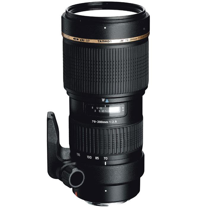 Tamron SP AF 70-200mm F/2.8 Di LD Macro, CanonA001EОбъектив Tamron SP AF 70-200mm F/2,8 Di LD Macro дополняет весьма успешную концепцию объектива Tamron 28-75mm F/2,8 и расширяет диапазон фокусного расстояния до 200 мм. Особое внимание было уделено сочетанию высокой светосилы и компактных размеров.Несмотря на свои компактные размеры, Tamron SP AF 70-200mm F/2,8 Di LD Macro весьма функциональный, и предоставляет максимальную творческую своду фотографу в любой ситуации. Он обеспечивает профессиональное качество изображения для требовательных фотографов. Высокая резкость, разрешение и цветопередача являются отличительными признаками торговой марки. Обладает наилучшей (в своем классе) способностью к макросъёмке с минимального расстояния до объекта до 0,95 (1:3,1 на 200 мм) по всему диапазону фокусных расстояний.При использовании полноформатных камер этот объектив полностью перекрывает средний диапазон фокусных расстояний от 70 мм до 200 мм. При использовании с камерами использующих сенсор формата APS-C, объектив перекрывает эквивалент фокусных расстояний от 109 мм до 310 мм. Не важно, что Вы снимаете, будь то природа, спорт или портреты, Вас будут вдохновлять удивительные оптические характеристики объектива.SP (Super Perfomance) - это линейка самых эффективных объективов, сконструированных и изготовленных в точном соответствии со спецификациями, отвечающих требованиям тех профессионалов и других пользователей, кто желает получать снимки как можно более высокого качества.Обозначение Di (Digitally Integrated Design) обозначает поколение объективов, которые были специально адаптированы к требованиям цифровых зеркальных камер (APS-C и полноформатным).Элементы из стекла с низким рассеянием (LD) в объективе помогают уменьшить хроматическую аберрацию, проявляющуюся в изменении цветности света и в попадании света в другую точку плоскости изображения (это – основная причина цветовых искажений и снижения резкости снимка). Хроматическая аберрация ухудшает резкость изображения, но 