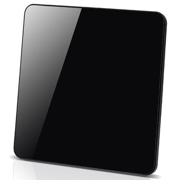 Vivanco TVA 402 антенна29947Универсальная комнатная ТВ антенна с усилителем Vivanco TVA 402 для приема аналоговых и цифровых телевизионных сигналов (DVB-T/DVB-T2), DAB-радио и FM-радио. Антенна поддерживает прием сигнала Full HD качества.Автоматическая настройка усилителяФункция энергосбереженияТехнология активного подавления помех для лучшего приема сигналаКруговая система (360°) для увеличения приема сигналаСтандарты цифрового ТВ: DVB-T, DVB-T2Частотный диапазон: УКВ 174-230 МГц; УВЧ 470-862 МГцПоляризация: вертикальная и горизонтальнаяМощность усилителя: 48 дБРазъемы: антенный выходПитание: от сети 220 В через адаптер, от порта USB
