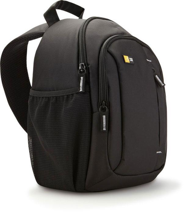 Case Logic TBC-410K, Black рюкзак для зеркального фотоаппаратаCL_DC_TBC-410KКогда вам нужно вести съемку весь день, вам пригодится очень компактная наплечная сумка, вмещающая цифровую зеркальную фотокамеру с прикрепленным zoom-объективом и дополнительными принадлежностями. Вы легко сможете все это достать, просто передвинув сумку на ремне вперед. Сумка предназначена для размещения зеркального фотоаппарата с прикрепленным стандартным объективом, а также дополнительного объектива, вспышки или других принадлежностей.Уникальная запатентованная система гамак поддерживает камеру в отделении с боковым открытием, обеспечивающим быстрый доступ.Стороны сумки, имеющей систему гамак, приподнимаются, обеспечивая место для дополнительного объектива, флешки или других аксессуаров.Верхнее отделение для личных вещей (куртки, солнцезащитных очков или еды).Переднее отделение на молнии позволяет содержать в порядке и доступности любые необходимые аксессуары.Передний накладной кармашек для крышки объектива, которая всегда будет на своем месте.Уплотненная задняя панель с сетчатой тканью создает ощущение комфорта и позволяет вашей спине дышать.Благодаря инновационной системе регулировки ремней их лишняя длина всегда находится в свернутом виде и не мешает вам.
