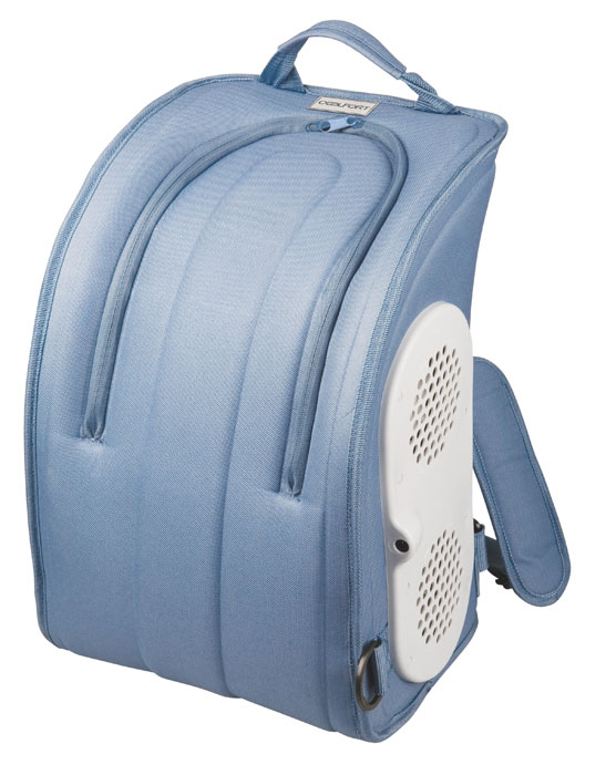 Coolfort CF-1216 cумка-холодильник объем 16 л1216-CF-01Термоэлектрический мобильный холодильник Coolfort CF-1216.Любите прогулки жарким летом и мечтаете о том, чтобы всегда под рукой были прохладительные напитки, мороженое? Мобильный холодильник Coolfort CF-1216 создан специально для этого. Он выглядит как рюкзак, что обеспечивает удобную транспортировку. Мобильный термоэлектрический холодильник Coolfort CF-1216 просто незаменим в поездке своим ходом. В этом приборе используется технология ThermoFORT, специальное антибактериальное покрытие, которое увеличивает срок хранения продуктов и упрощает уход за холодильником.
