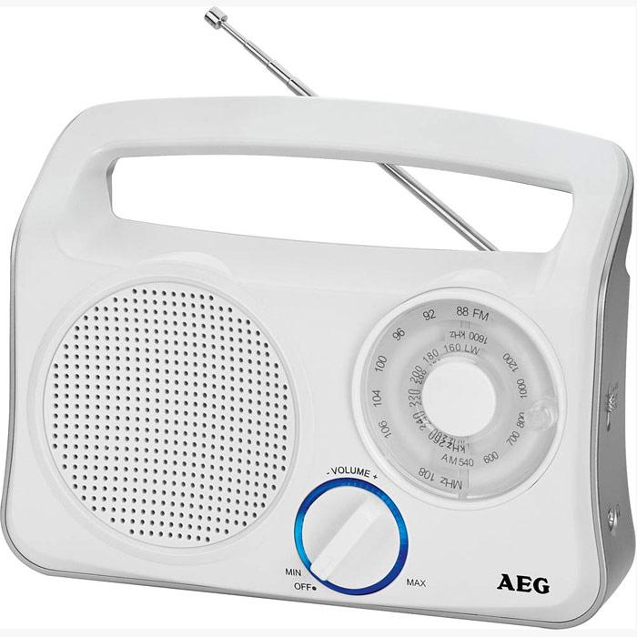 AEG TR 4131, White Silver портативный радиоприемникTR 4131 schwarz-silberТранзисторный радиоприемник от компании AEG с широкополосным динамиком, телескопической антенной и кольцом с голубой подсветкой.Телескопическая антенна3-полосный приемник (FM/MW/LW)Голубая подсветка ручки управленияБатареи: 4 х 1,5В (UM2, тип C)