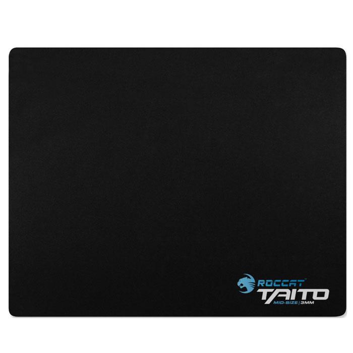 ROCCAT Taito Minisize коврик для мыши, 265 x210 ммROC-13-063Всемирно известный игровой коврик для мыши ROCCAT Taito Shiny Black имеет уникальную матричную наноструктуру с термообработкой, обеспечивающую прекрасное скольжение во всех направлениях и оптимальный контроль, что позволит тебе быстрее реализовать свою стратегию на поле боя и постоянно держать противника в напряжении.Поверхность с наноструктурой: Традиционные коврики для мыши, имеющие недостаточно качественную тканую структуру, обеспечивают лишь ограниченное скольжение в каком-либо направлении. А уже известная и полюбившаяся многим текстильная наноструктура ROCCAT Taito, созданная с использованием метода термообработки, напротив, существенно повышает легкость скольжения как вдоль, так и поперек коврика. Черная поверхность гарантирует оптимальный трекинг для любого датчика мыши даже при очень высокой скорости перемещения и высоком разрешении.Комфорт при многочасовой работе: Для того чтобы гарантировать удобное и комфортное положение руки на столе даже после многих часов игры, компания ROCCAT предлагает два варианта высоты нового игрового коврика для мыши ROCCAT Taito (3 и 5 мм), что позволяет удовлетворить самые разнообразные запросы игроков.Как приклеенный: Все модели коврика Taito компенсируют неровности стола, а нескользящая обратная сторона обеспечивает высокий уровень комфорта и долгий срок службы.Бесшумный: Поверхность ROCCAT Taito с наноструктурой, полученной путем термообработки, отличается малым уровнем шума, кажется шелковистой на ощупь, а также предохраняет ножки мыши от износа.Прошел экспертную проверку: Наша профессиональная группа испытателей ROCCAT Beta успешно протестировала разные версии Taito с мышами с разрешением до 8000 точек на дюйм. Толщина 3 мм Поверхность 265 x210 мм