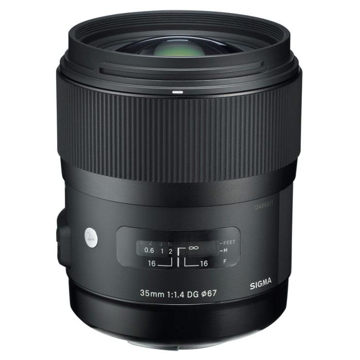 Sigma AF 35mm F/1.4 DG HSM, Canon объективSi340954Светосильный объектив Sigma AF 35mm F/1.4 DG HSM с фиксированным фокусным расстоянием 35 мм, широким углом обзора и специальными линзами. Оптическая схема модели создана с использованием передового опыта компании SIGMA и новейших технологий в этой области.Объектив 35mm F1.4 в полной мере олицетворяет идею линейки «Art». Он предназначен в первую очередь для удовлетворения ожиданий тех пользователей, которые ценят творческий, впечатляющий результат выше, чем компактность и многофункциональность. Объектив идеально подойдет как для студийной съемки, так и для съемки вечерних видов и портретов «с рук» внутри помещений. Многие фотографы-энтузиасты определенно возьмут на вооружение этот 35-мм объектив в качестве стандартного, особенно учитывая его эквивалентность привычному 50-миллиметровому объективу на сенсоре формата APS-C.Специалистами компании достигнуты характеристики, с которыми в полной мере раскрывается вся мощь самых современных цифровых камер. Асферические линзы, элементы из низкодисперсионного (SLD) и флюоритоподобного (FLD) стекол, многослойные просветляющие покрытия, плавающая внутренняя фокусировка – все это обеспечивает идеально чистый и четкий рисунок без аберраций и бликов, а также резкие и высококонтрастные изображения даже в условиях контрового света.В описании объектива 35mm F1.4 DG HSM отдельно стоит отметить уникальное «флюоритоподобное» низкодисперсионное стекло (FLD), оптические характеристики которого почти равны флюориту. За счёт выравнивающих асферических линз исправлены астигматизм и кривизна поля изображения. В результате получается оптимально высокое разрешение по всему изображению.Красивое размытие предметов, находящихся не в фокусе, обусловлено коррекцией комы (неоднородное размытие точечного источника света в периферийных областях изображения) и почти идеально круглой лепестковой диафрагмой. Для широкоугольной фотографии обеспечиваются отличная светосила и привлекательный эффект «боке».Что 