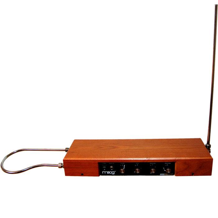 Moog Etherwave Theremin Standard электронный музыкальный инструментMCI48149Moog Etherwave Theremin Standard - терменвокс для бесконтактного исполнения, имеет звуковой диапазон 5 октав. Выполнен в стильном корпусе из ясеня.
