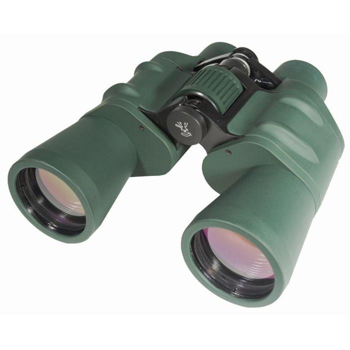 Sturman 10x50 бинокль, цвет: зеленый1223Универсальный полевой бинокль Sturman 10x50 прекрасно подойдёт для наблюдения за животными и птицами как на берегу реки, так и с вершины холма, понравится путешественникам и туристам, охотникам и спортсменам. Светосильные объективы обеспечат чёткую и яркую картинку даже при наблюдении в сумерках, а возможность установки прибора на штатив позволит значительно увеличить время наблюдения и снизить нагрузку на руки. Наслаждайтесь качеством изображения и удобством эксплуатации! Основные характеристики бинокля Sturman 10x50Увеличение 10х, апертура 50 мм, светосильные объективыПризмы Porro из оптического стекла Bk-7, линзы с многослойным просветляющим покрытиемОбрезиненный корпус из алюминиевых сплавовЦентральная фокусировка, регулировка межзрачкового расстояния (57 - 72 мм), диоптрийная коррекцияC помощью адаптера можно установить на штатив (гнездо крепления 1/4 дюйма) Поставляется в комплекте с защитными крышками окуляров и объективов, ремешком для ношения на шее и плотным чехлом для хранения и переноскиКонструктивные особенности бинокля Sturman 10x50Универсальный полевой бинокль Sturman 10x50 - одна из самых популярных моделей в линейке полноразмерных биноклейSturman. Корпус классической формы, изготовлен из лёгких и пластичных алюминиевых сплавов в комбинации с деталями из прочного пластика. Нескользящее резиновое покрытие - дополнительный слой защиты прибора от повреждений и случайных падений, также обеспечивает надёжный и удобный хват. Барабан центральной фокусировки помогает быстро навести резкость одновременно на оба окуляра (что удобно для непрерывного длительного наблюдения за группой объектов), регулировка межзрачкового расстояния позволит установить оптимально удобное положение оптических туб и настроить бинокль под базу глаз наблюдателя. Для компенсации разницы в остроте зрения между левым и правым глазом нужно воспользоваться колёсиком диоптрийной настройки, расположенным перед правым окуляром. Система призм Porro из оп