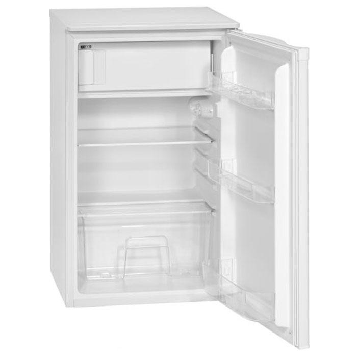 Bomann KS 163.1 A+/98 L, White холодильникKS 163.1 A+/98 LОднокамерный холодильник Bomann KS 163.1 A+/98 L поддерживает низкую температуру в теплоизолированных камерах (холодильной и морозильной). Применяется для хранения пищи или предметов, требующих содержания в прохладном месте. Благодаря циркуляции воздуха устанавливаются различные области температуры, которые подходят для хранения различных пищевых продуктов.Bomann KS 163.1 A+/98 L включает в себя одну регулируемую по высоте стеклянную полку, овощной ящик со стеклянной крышкой, 3 ячейки на двери, подставку для яиц и лоток для льда. Для данного устройства необходимо хорошо проветриваемое помещение, таким образом это обеспечивает энергосбережение и более длительный срок службы. Устройство питается от однофазного переменного тока. В случае сильного колебания напряжения рекомендуется использовать стабилизатор напряжения.