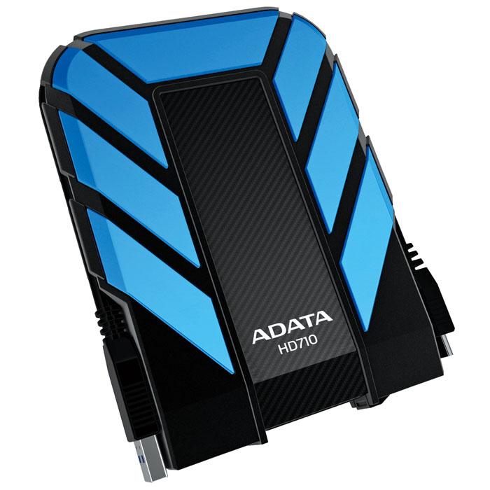 ADATA HD710 1TB USB3.0, Blue внешний жесткий дискAHD710-1TU3-CBLВодонепроницаемый/ударопрочный внешний жесткий диск ADATA HD710.Внешний жесткий диск ADATA HD710 обеспечивает быстрый и надежный мобильный доступ к данным в упрочненном корпусе спортивного вида. Его корпус изготовлен из уникального силиконового материала, а сам накопитель имеет ударопрочную и водонепроницаемую (IPX7) конструкцию армейского класса со сверхскоростным интерфейсом USB 3.0. Его яркий внешний вид и динамичный дизайн в синем, желтом или черном цветовом исполнении соответствуют требованиям и стилю любителей спорта и прогулок на свежем воздухе.Больше не нужно бояться потерять ценные данные из-за пролитых напитков. Внешний жесткий диск ADATA HD710 успешно прошел строгое испытание по стандарту IEC 529 IPX7, согласно которому водонепроницаемость устройства подтверждается после его погружения в воду на метровую глубину на время до 30 минут. Кроме того, жесткий диск успешно прошел строгое испытание на ударопрочность по армейскому стандарту MIL-STD-810G 516.6. Данное устройство способно выдерживать самые жесткие условия, обеспечивая при этом невероятно высокую скорость передачи данных USB 3.0, которая требуется пользователям.USB-кабель прячется в специальный внешний паз вокруг корпуса диска, обеспечивающий элегантный способ его хранения в соответствии с высокопрактичными характеристиками устройства. Также внешний жесткий диск оснащен ярким светодиодным индикатором холодного голубого цвета, который просвечивает сквозь корпус, указывая состояние питания и передачи данных.Поддерживаемые ОС: Windows XP/Vista/7/8, Mac OS X 10.6 или более поздние версии, Linux Kernel 2.6 или более поздние версии.