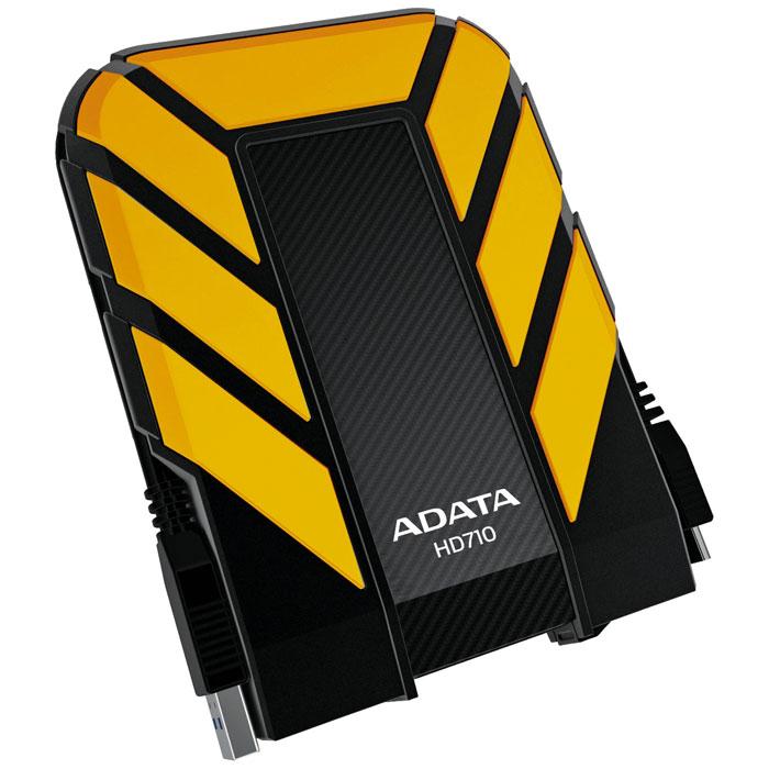 ADATA HD710 1TB USB3.0, Yellow внешний жесткий дискAHD710-1TU3-CYLВодонепроницаемый/ударопрочный внешний жесткий диск ADATA HD710.Внешний жесткий диск ADATA HD710 обеспечивает быстрый и надежный мобильный доступ к данным в упрочненном корпусе спортивного вида. Его корпус изготовлен из уникального силиконового материала, а сам накопитель имеет ударопрочную и водонепроницаемую (IPX7) конструкцию армейского класса со сверхскоростным интерфейсом USB 3.0. Его яркий внешний вид и динамичный дизайн в синем, желтом или черном цветовом исполнении соответствуют требованиям и стилю любителей спорта и прогулок на свежем воздухе.Больше не нужно бояться потерять ценные данные из-за пролитых напитков. Внешний жесткий диск ADATA HD710 успешно прошел строгое испытание по стандарту IEC 529 IPX7, согласно которому водонепроницаемость устройства подтверждается после его погружения в воду на метровую глубину на время до 30 минут. Кроме того, жесткий диск успешно прошел строгое испытание на ударопрочность по армейскому стандарту MIL-STD-810G 516.6. Данное устройство способно выдерживать самые жесткие условия, обеспечивая при этом невероятно высокую скорость передачи данных USB 3.0, которая требуется пользователям.USB-кабель прячется в специальный внешний паз вокруг корпуса диска, обеспечивающий элегантный способ его хранения в соответствии с высокопрактичными характеристиками устройства. Также внешний жесткий диск оснащен ярким светодиодным индикатором холодного голубого цвета, который просвечивает сквозь корпус, указывая состояние питания и передачи данных.Поддерживаемые ОС: Windows XP/Vista/7/8, Mac OS X 10.6 или более поздние версии, Linux Kernel 2.6 или более поздние версии.