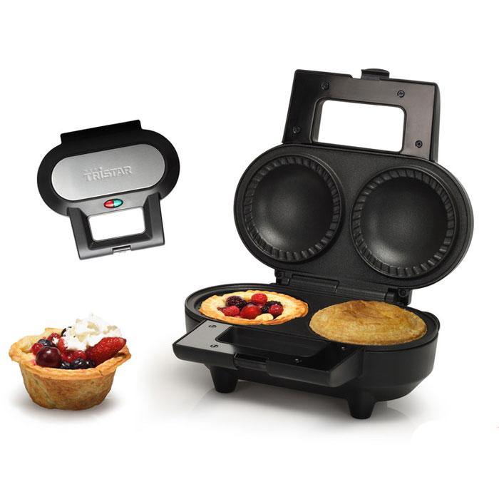 Tristar SA-1124 паймейкерSA-1124Tristar SA-1124 - это устройство для приготовления кексов, пончиков, пирогов или пирожных. Этот замечательный прибор придется по душе всем домочадцам, так как благодаря ему домашнее чаепитие будет всегда ярким и незабываемым. Он способен с легкостью приготовить вкусные пончики, кексы или пышные пироги за довольно короткий промежуток времени. Внутреннее антипригарное покрытие облегчает уход и чистку агрегата, а выпечку не придется отдирать от стенок формочек. Кексница Tristar SA-1124 имеет мощность в 1000 Вт - приготовление не займет много времени, так как аппарат довольно быстро нагревается. Корпус прибора выполнен из нержавеющей стали. В одну загрузку вмещается 2 изделия. Хранить его можно как в вертикальном положении, так и в горизонтальном.