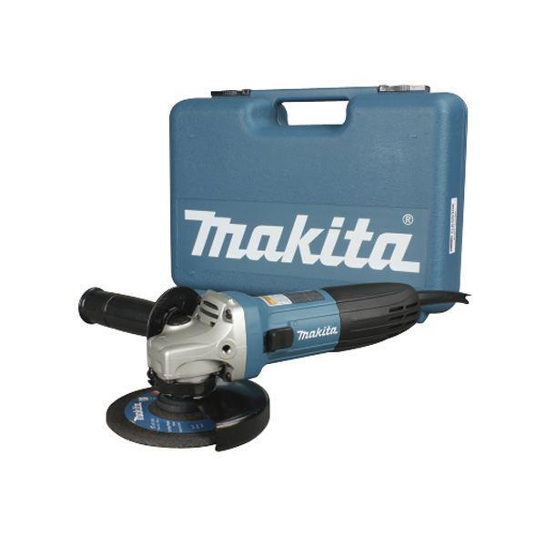 Шлифмашина угловая Makita GA5030KGA5030KУглошлифовальная машина Makita GA5030K - это высокоэффективный инструмент для выполнения различных строительных и ремонтных работ по резке, зачистке и шлифованию различных поверхностей. Мощный двигатель с усовершенствованной системой пылезащиты надежен и долговечен. Удобный компактный корпус и небольшой вес обеспечивают комфорт при эксплуатации и уверенное управление даже одной рукой.Углошлифовальная машина Makita GA5030K - это компактный и легкий инструмент с мощным двигателем на 720 Вт. УШМ эффективна при выполнении различных отрезных, шлифовальных и зачистных строительных работ. Лабиринтное уплотнение защищает все элементы механизма от пыли и абразивного строительного мусора, поэтому с помощью этой УШМ можно без проблем работать даже с такими пылеобразующими материалами, как бетон, камень и кирпич. Рабочий диск диаметром 125 мм вращается со скоростью 11000 оборотов в минуту. Благодаря небольшим габаритам (длина всего 266 мм) и малому весу (1,4 кг) углошлифовальной машиной легко управлять даже одной рукой, она маневренна и практически не вызывает усталости даже при длительной эксплуатации. Для продолжительной беспрерывной работы предусмотрена блокировка кнопки пуска во включенном положении. Корпус оптимально приспособлен для надежного и удобного захвата, кроме того для еще более уверенного управления есть дополнительная боковая рукоятка. Антивибрационная боковая рукоятка может быть установлена как справа, так и слева, в зависимости от пожеланий пользователя, кроме того угол ее наклона к корпусу в этой модели составляет 100° для большего удобства пользователя.