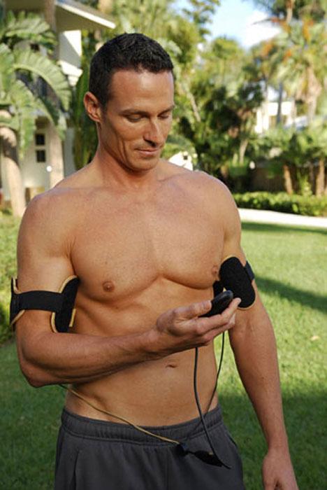 Slendertone Аксессуар миостимулятор для тренировки мышц рук для мужчин System Arms1701029С помощью Флекс Систем Армс Вы одновременно тренируете бицепсы и трицепсы на обеих руках. Используйте аппарат 5 раз в неделю в течение 4 недель для появления гарантированного видимого результата. Аппарат основан на клинически подтвержденной EMS технологии3 программы тренировокОдновременная тренировка мышц бицепса и трицепса на обеих рукахПростота использованияЛогарифмические уровни интенсивности от 0 до 99 для максимальной эффективности и приятных ощущенийАппарат рассчитан для тренировки бицепса объемом от 26 см до 50 см.Никогда раньше накачать привлекательные, сексуальные мышцы рук не было так просто. Аппарат является аксессуаром к поясу FLEX SYSTEM MALE и не предназначен для использования без пульта управления. Пульт идет в комплектации к другим приборам серии - например, к поясу ABS и шортам Bottom.