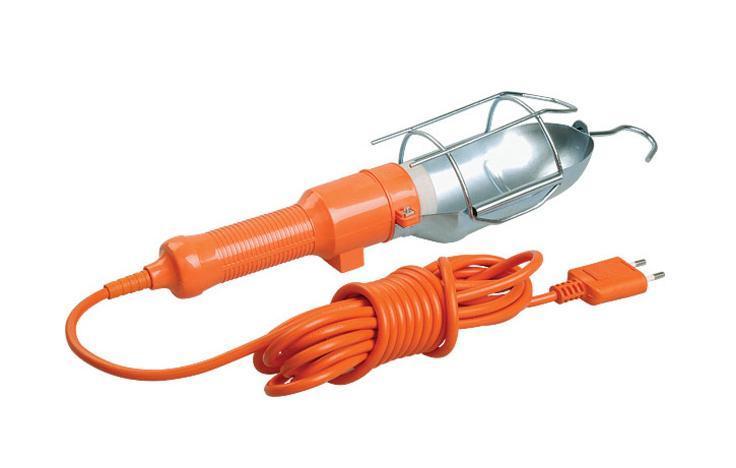 Уличный светильник UNIVersal 83327(966U-0110)83327Светильник переносной UNIVersal предназначен для временного местного освещения рабочей зоны в условиях удаленности от источника света и питающей сети. Устройство оснащено металлическим отражателем с антикоррозийным покрытием. Для удобства использования в верхней части имеется специальный подвесной крюк, позволяющий устойчиво закрепить осветительный прибор в момент эксплуатации. Ручка выполнена из высококачественной конструкционной пластмассы, не поддерживающей горение, а также снабжена встроенным выключателем и в отдельных наименованиях приборной розеткой для максимального повышения функциональности изделия. Питающий провод с усиленной двойной изоляцией позволяет осуществлять эксплуатацию на расстоянии до 10 м.