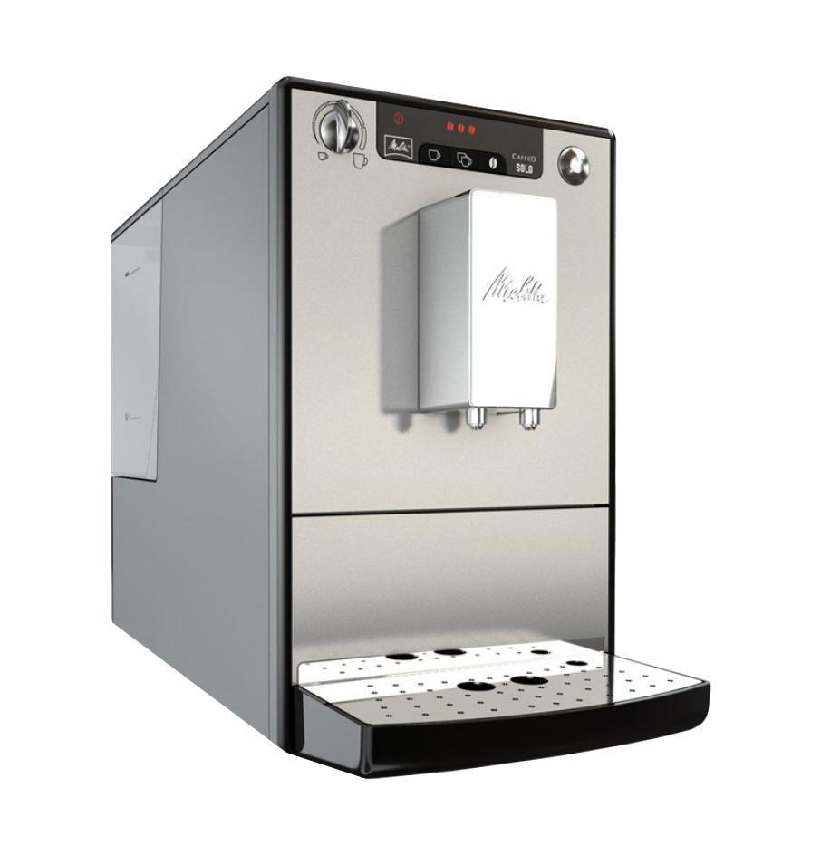 Melitta Caffeo Solo, Black Silver кофемашинаCaffeo Solo Black SilverКофемашина Melitta Caffeo Solo & Milk порадует тех, кто любит наслаждаться вкусом кофе, но не прочь внести разнообразие и выпить не только эспрессо или американо, но и капучино или латте. Кофемашина Caffeo Solo & Milk является одной из самых маленьких кофемашин в мире. И тем не менее она имеет достаточно места для высоких технологий Melitta. Для того, чтобы вы получили максимальное удовольствие, Solo использует систему предварительной заварки кофе. Для получения максимально ароматного кофе молотый кофе, непосредственно перед заваркой, обдается водой. Для оптимальной очистки система легко вынимается.