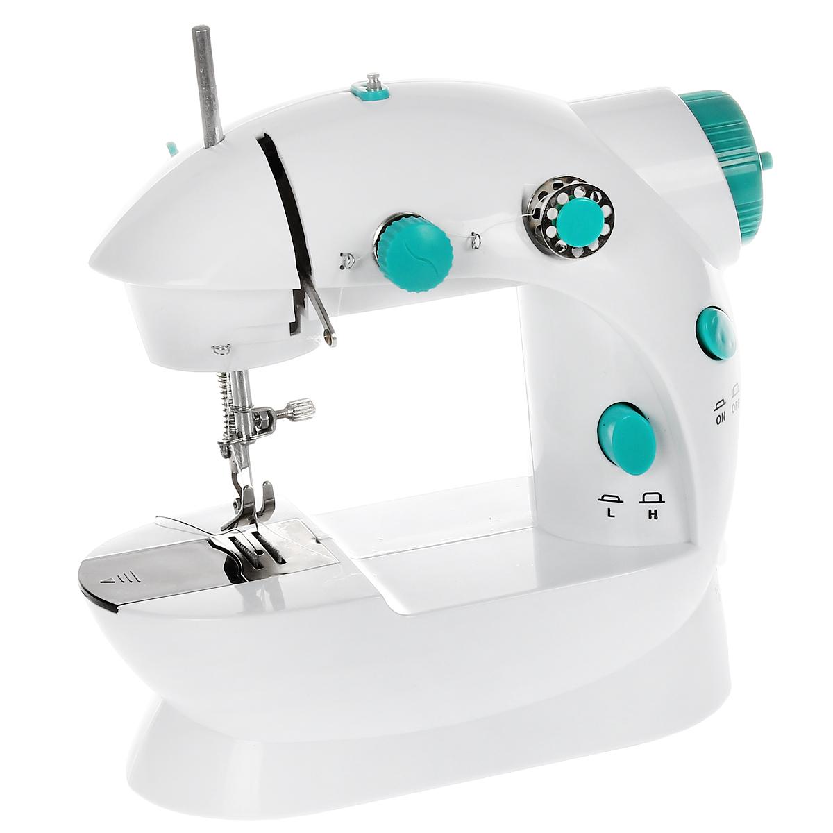 Машинка швейная Bradex Портняжка, компактнаяTD 0162Компактная швейная машинка Bradex Портняжка - полезное приспособление в быту. С ее помощью вы можете не только дома, но даже в путешествии или в походных условиях подшить одежду, поставить заплатку и так далее. Даже в домашних условиях для мелких швейных работ вам будет намного удобнее пользоваться этим мини-прибором вместо громоздких швейных машин.Занимает мало места и подходит для использования даже в малогабаритных помещениях. Легко хранить и перевозить. Идеально подходит для мелких швейных работ: прострочить край брюк, зашить дырку или поставить заплатку.Работает как от электросети, так и от батареек, что придаёт дополнительное удобство при её использовании!Имеет два скоростных режима, осуществляет прошивку двойной ниткой, может управляться при помощи ножной педали для облегчения процесса шитья.Отличная покупка для всей семьи! С помощью Bradex Портняжка вы сможете погрузить ваших детей в увлекательный мир рукоделия. Под вашим чутким руководством с помощью этой мини-машинки они научатся шить красивую одежду для своих игрушек.