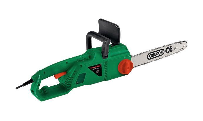 Пила цепная Hammer CPP1800BCPP1800BПила HAMMER СРР1800В предназначена для распиловки самого разного материала, подрезания плодовых, декоративных деревьев и кустарников, заготовки дров для печи, камина или строительства дома и бани. В отличие от бензиновых аналогов она не нуждается в заправке топливом, гораздо проще в использовании и при работе создает меньше шума.