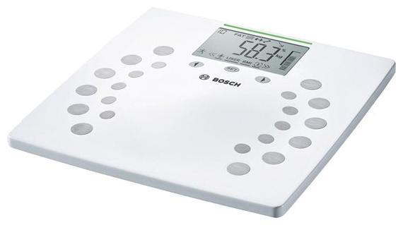 Bosch PPW 2360 напольные весыPPW2360Bosch PPW 2360 - это современные напольные весы с привлекательным дизайном. Они способны взвесить до 180 кг за один раз, при этом погрешность измерения составляет всего 100 гр. Поскольку весы электронные, то имеющаяся у них память позволяет вести учет веса всей семьи, при этом каждый пользователь сможет следить за своими показателями самостоятельно (максимум - 10 человек). Кроме стандартного взвешивания, весы Bosch PPW 2360 измеряют массовые доли костной и мышечной ткани, содержание воды и жировой ткани. Результаты измерений высвечиваются на дисплее. Металлопластиковая платформа белого цвета с оригинальным рисунком станет прекрасным дополнением интерьера. Следите за своим здоровьем вместе с Bosch PPW 2360! ВАЖНО!Эти весы не предназначены для использования беременными женщинами и людьми с имплантированными медицинскими аппаратами, такими как кардиостимуляторы.