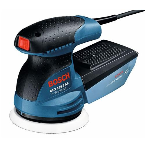 Bosch Эксцентриковая шлифмашина GEX 125-1 AE0601387500Компактная и эргономичная конструкция с тремя большими мягкими накладками для различных положений рукоятки и исключительного удобства в работеСистема микрофильтрации Bosch: эффективная система пылеудаленияПредварительный выбор числа оборотов в зависимости от обрабатываемого материалаТормоз шлифтарелки предотвращает повреждение (царапины) обрабатываемой деталиЭксцентрическое движение плюс вращение обеспечивают максимально тонкое шлифование при высокой производительностиЛипучка для быстрой и удобной замены шлифлистов