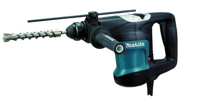 Makita HR3200C перфоратор SDS PlusHR3200СДомашний помощникПроизводитель ручного инструмента Makita создал модель HR3200С для использования как в быту, так и на производстве. Перфоратор предназначен для создания отверстий в металле, в дереве и других твердых материалах. В режиме «сверление с ударом» или «долбление» инструмент способен продолбить отверстие в бетоне, кирпиче, керамике.Отличная производительностьПри относительно не сложных видах работ, а также при эксплуатации инструмента на высоте вам необходим сравнительно легкий и производительный перфоратор. Именно таким является HR3200С от производителя Makita. Весом 4.8 кг, он снабжен мощным двигателем 850 Вт и длинным сетевым кабелем 4.8 м. Модель имеет функцию удара с энергией 5.5 Дж, что делает его отличным «убийцей» бетона и кирпича.Долбить или сверлитьСамым популярным режимом большинства перфораторов является режим «сверления с ударом», при котором рабочая оснастка получает одновременно оборотные и поступательные движения, таким образом делая отверстие в твердых материалах. В режиме удара («долбление») оборотные движения рабочего элемента отсутствуют, остаются только ударные, и наш перфоратор превращается в отбойный молоток, способный разрушать кирпич, камень и монолитные стены.SDS-патронУниверсальный патрон SDS-Plus позволяет закрепить зубило (и другие насадки) в разных положениях и обеспечивает удобную работу в труднодоступных местах.Диаметры сверленияДля надежной долговечной работы инструмента всегда необходимо знать максимальные рекомендуемые диаметры сверления определенных типов материалов, для HR3200С это: по бетону (кирпичу) – 32 мм.Полезные мелочиВ Makita HR3200С