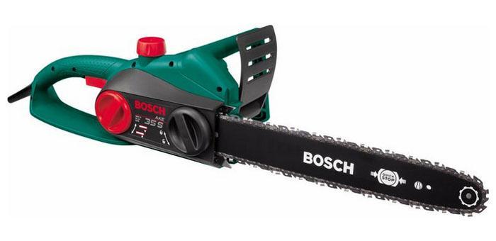 Цепная пила Bosch AKE 35 S 0600834500AKE 35S GreenЭлектропила Bosch AKE 35 S 0600834502 - незаменимый инструмент для распиловки дров и валки небольших деревьев. Имеет специальный винт для натяжки цепи. Смазка производится в автоматическом режиме. Оснащена довольно мощным электродвигателем в 1800 Вт с механизмом автоматической остановки цепи QuickStop.