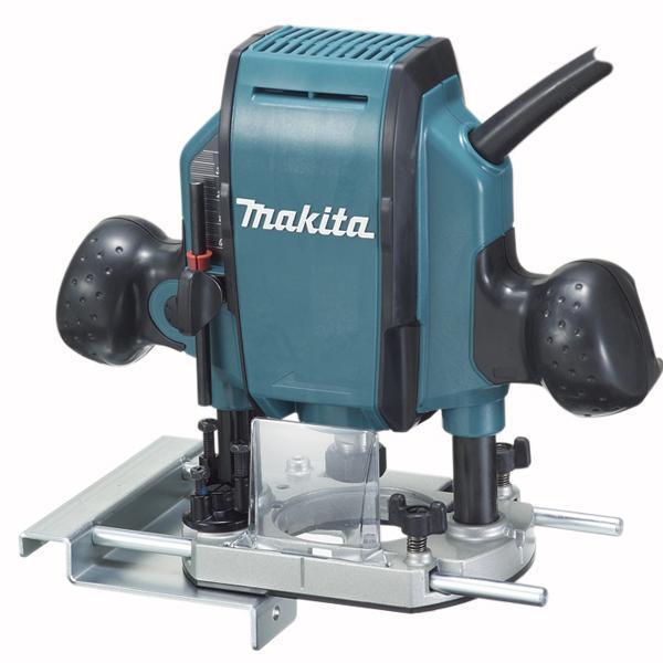 Фрезер Makita RP0900RP0900Фрезер MAKITA RP0900 — это мощная универсальная модель сдвигателем на 900 Вт. С ее помощью можно обрабатывать дерево или пластикна глубину до 35 мм: вырезать пазы, бороздки, изготавливатьсложный профиль. Высокая частота вращения (до 27 тыс. об/мин)позволяет добиться высокого качества поверхности на срезе. Фрезер оснащенцанговым патроном диаметром 8 мм. Встроенный ограничительглубины можно быстро настроить на 3 значения или точно отрегулироватьпри помощи винта.