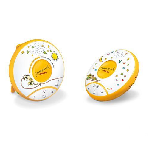 С радионяней Beurer JBY 90 вы сможете спокойно заниматься домашними делами в то время, когда ребенок спит. Она обладает функцией ECOmode для передачи сигнала с низким уровнем излучения. У этой радионяни есть 5 подключаемых мелодий колыбельных и ночник для малыша. Цифровая связь обеспечивает бесперебойный сигнал, при этом дальность действия составляет 300 м.