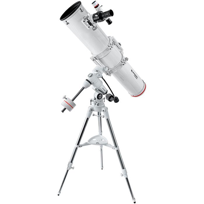 Bresser Messier NT-130/1000 (EXOS-1) телескоп64642Bresser Messier NT-130/1000 (EXOS-1) - это классический рефлектор Ньютона, идеально подходящий для наблюдения объектов Солнечной системы и дальнего космоса. Благодаря большой апертуре – 130 мм – телескоп собирает большое количество света, а зеркальная конструкция позволяет получить чистое и четкое изображение без хроматических аберраций. С помощью этого телескопа можно увидеть такие объекты дальнего космоса, как, например, двойная звезда Альбирео в созвездии Лебедя или Эпсилон Лиры.Для удобной транспортировки трубы крепежные кольца оснащены ручкой, на которой имеется крепление для камеры, что позволяет использовать телескоп для съемки звездного неба. Кроме того, телескоп подходит для астрофотографии: в комплект входит T2-адаптер для установки камеры (необходимо использовать дополнительное T2-кольцо). Для точного наведения на объект используется оптический искатель. Утяжеленная экваториальная монтировка EXOS-1 позволяет точно вести объекты по небосклону. Для установки трубы на монтировку используется пластина типа «ласточкин хвост». Телескоп имеет относительно небольшие размеры и удобен в транспортировке.Светосила: f/7,7 Посадочный диаметр окуляров: 1,25/2Искатель: оптический, 6x30
