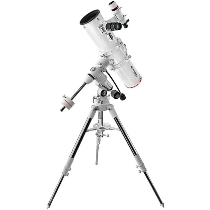 """Bresser Messier NT-150S (EXOS 1) телескоп28686Bresser Messier NT-150S (EXOS 1) - рефлектор Ньютона с диаметром зеркала 150 мм. Является достойным представителем серии Bresser Messier и одним из лучших в своем классе телескопом. Сочетает в себе высокое качество оптики, надежную конструкцию и стильное внешнее оформление, что по достоинству оценят опытные любители астрономии.Основное предназначение этого телескопа – наблюдения галактик, туманностей и других слабых объектов далекого космоса. С его помощью можно увидеть протяженные туманности типа Туманности Ориона, яркие галактики, как например, Водоворот в созвездии Гончих Псов, множество планетарных туманностей, а общее количество потенциально доступных объектов составит не одну тысячу. В то же время, большой диаметр объектива позволит с успехом применять телескоп и для наблюдений деталей на дисках планет и Луны, нужно лишь приобрести короткофокусный окуляр. Необходимо отметить возможность использования этого телескопа для астрономической фотографии. На крепежном хомуте трубы имеется винт, на который может быть установлен практически любой фотоаппарат, оснащенный стандартным креплением к штативу. Таким способом можно получать широкоугольные снимки звездных полей, Млечного Пути, ярчайших галактик и туманностей. Кроме этого, 2-дюймовое фокусировочное устройство телескопа комплектуется T-адаптером, позволяющим испол ьзовать телескоп в качестве большого объектива для зеркальной фотокамеры, лишенного искажающей цветопередачу хроматической аберрации. Если при этом обеспечить плавное ведение трубы за небесным телом, можно получать детальные снимки далеких объектов космоса.Оптическая труба Bresser Messier NT-150S комплектуется немецкой экваториальной монтировкой EXOS 1 и устойчивой стальной треногой. Дополнительную жесткость треноге придает металлическая полочка для принадлежностей, имеющая отверстия под окуляры стандартов 1,25"""" и 2"""". Высота треноги регулируется, что позволяет адаптировать телескоп к росту наблюдателя. Монтир"""