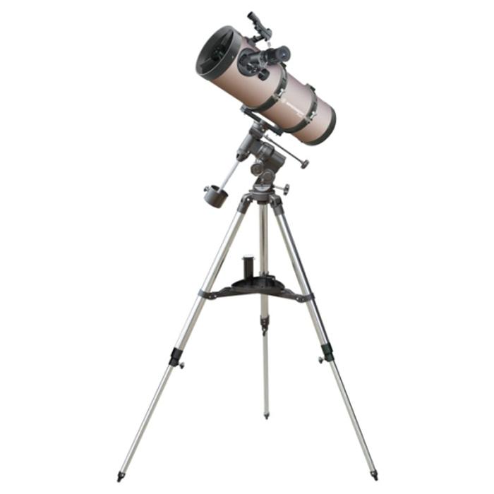 Bresser Pluto 114х500 телескоп17807Небольшой телескоп-рефлектор Bresser Pluto 114/500 удобен для любителей путешествий, поскольку его можно перевозить с собой. Он подойдет и новичку, и более опытному любителю астрономии. Но даже при своих миниатюрных размерах Bresser Pluto 114/500 отличается качественной оптикой и дает изображение высокого качества, а кроме того, телескоп оснащен достаточно большим зеркалом, которое дает широкое поле зрения.Вам удастся разглядеть лунные разломы и кратеры даже небольшого диаметра, посмотреть, как марсианская осень сменяет марсианское лето. Также Вашему взору будут доступны все планеты вплоть до Нептуна, яркие кометы, слабые звезды и яркие далекие туманности, скопления и галактики. Искатель поможет выполнить быстрый и точный поиск нужного объекта. А с помощью удобной экваториальной монтировки можно будет с легкостью отслеживать суточное движение небесных тел.