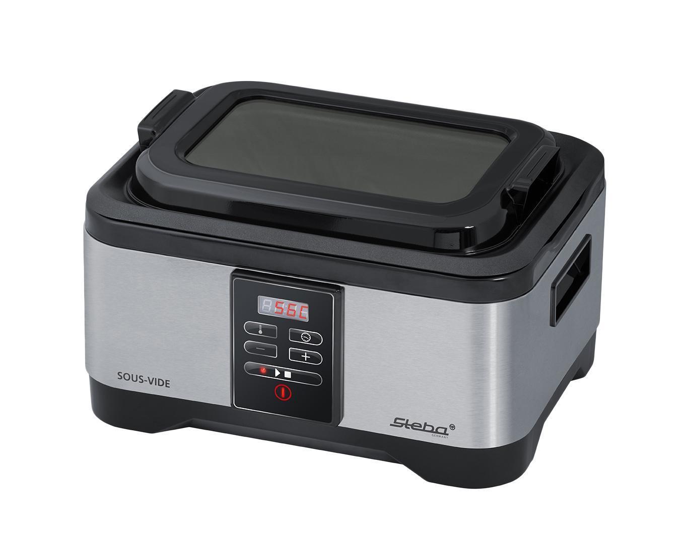 Steba Sous Vide SV 1 устройство для приготовления методом су видSV 1 grayСу вид - это уникальная технология приготовления еды, которая позволяет превратить любое блюдо в настоящий кулинарный шедевр. И самое главное - от Вас потребуется минимум усилий!Суть технологии заключается в следующем: пища помещается в специальный полиэтиленовый пакет и герметично запаковывается. Затем пакет кладут в воду при заданной температуре (ниже температуры кипения). Sous-vide (/ су: ви:д /; по-французски - в вакууме) является методом приготовления пищи, запечатанной в герметичный пластиковый мешок, на водяной бане дольше, чем обычное время приготовления - до 72 часов в некоторых случаях - с точным регулированием температуры значительно ниже, чем обычно используется для приготовления пищи, как правило, около 55° C до 60° C для мяса и немного выше для овощей. Цель состоит в том, чтобы готовить продукт равномерно, не пережаривая, а также сохраняя внутри одну и ту же степень готовности, сохраняя сочность. По сравнению с традиционными методами варки герметизация пищи в пластиковые пакеты сохраняет сок и аромат, которые могли бы быть потеряны в процессе приготовления. Путем помещения еды в определенную желаемую температуру воды в ванне можно избежать переваривания, потому что еда не может получиться горячее, чем вода в ванне. При обычной высоко-температурной жарке, варке или запекании в духовке или гриле, пища подвергается воздействию тепла по уровню много выше, чем желаемая внутренняя температура приготовления, пища должна быть удалена от высоких температур при достижении необходимой температуры приготовления. Если пища удаляется от жара слишком поздно, происходит переготовка, а если она будет удалена слишком рано, - будет недоготовлена. В результате точного контроля температуры воды в ванне а также потому что температура в ванне такая же, как желаемая температура приготовления пищи, может быть достигнуто очень точное контролирование приготовления пищи. Кроме того, при приготовления пищи су