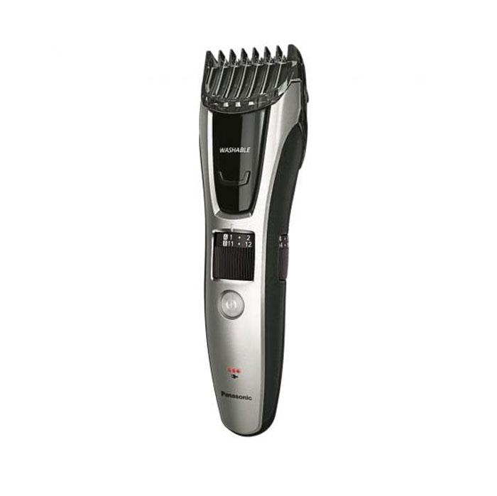 Panasonic ER-GB70-S520 триммерER-GB70-S520Panasonic ER-GB70 - триммер для стрижки бороды и усов.Универсальные насадки для создания различных стилей:Выбирая нужную насадку, вы можете с легкостью подравнять бороду или усы, подстричь волосы на голове или ухаживать за волосами на теле. Идеально подходит для аккуратной стрижки бороды и создания четких линий, ретуширования и подравнивания.Острое лезвие с заточкой 45°:Прочные лезвия из нержавеющей стали с заточкой 45° обеспечивают точное срезание волос. Лезвия с острыми передними краями с легкостью удаляют даже толстые и жесткие волосы.Детальный триммер для точного подравнивания:Обеспечивает легкое и точное подравнивание усов или бороды. Также отлично подходит для ухода за бакенбардами и длинными волосами.Насадка для стрижки волос:Прикрепите насадку и установите нужную длину. Позволяет с легкостью подровнять волосы за ушами и на затылке. Благодаря настройке длины от 11-20 мм волосы удаляются легко и плавно.Автоматическая подстройка под любое напряжение:Устройство можно использовать в любой стране мира с напряжением в сети 100-240 В.