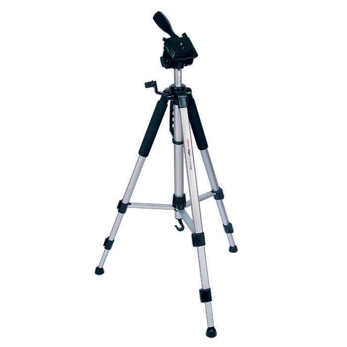 Rekam MaxiPod RT-M45G штатив (с муфтами)MaxiPod RT-M45GRekam MaxiPod RT-M45G - универсальный, 3-секционный штатив из серии MaxiPod. Устойчивая, 3-секционная конструкция выдерживает нагрузку до 4 кг. Благодаря многогранному сечению ног штатив обладает дополнительным запасом прочности и может использоваться для видеосъемки. Конструкция головы позволяет поворачивать камеру для съемки вертикальных кадров. Управление «головой» осуществляется при помощи ручки. Конструкция с реечными растяжками помогает быстро разложить штатив в ровном положении. Для правильного выравнивания горизонтали и вертикали, штатив оснащен двумя жидкостными уровнями, - на «голове» штатива и на основании треноги.Быстросъемная площадка надежно фиксируется и позволяет оперативно устанавливать и снимать камеру.Высота ног фиксируется при помощи удобных клипсовых зажимов. Для оперативной регулировки высоты центральная колонна оснащена обжимным замком-фиксатором. Реечный микролифт с фиксатором и ручкой позволяет осуществлять особо точную и плавную регулировку высоты штатива. Для придания большей устойчивости, центральная колонна штатива оснащена крюком для подвеса груза. Удобный захват обеспечивают специальные мягкие накладки («муфты») на верхних секциях ног. В холодное время года «муфты» защищают руки от контакта с холодным металлом. Центральная колонна оснащена ручкой для переноски штатива.