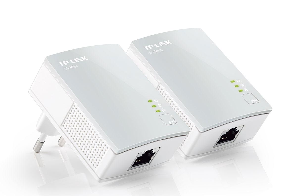 TP-Link TL-PA4010KIT AV500 комплект Nano адаптеров PowerlineTL-PA4010KITБазовый комплект Nano адаптеров Powerline модели TL-PA4010KIT превращает вашу бытовую электросеть в высокоскоростную сеть без необходимости прокладки кабеля и производства соответствующих работ. Настройка не требуется, просто подключите адаптер к розетке электропитанияи ваша локальная сеть установлена в одно мгновение. Комплект адаптеров ТL-PA4010KIT обеспечивает скорость передачи данных до 500 Мбит/с, что удобно для передачи нескольких потоковых видео высокого качества и даже 3D-фильмов в каждую комнату. Благодаря всему этому ТL-PA4010KIT - прекрасный выбор для быстрого создания развлекательной мультимедиа-сети.Новейшая технология HomePlug AV обеспечивает стабильную, высокоскоростную передачу данных со скоростью до 500 Мбит/с через бытовую электросеть на расстояние до 300 метров. Благодаря шифрованию AES TL-PA4010KIT - прекрасный выбор для подключения всех сетевых устройств в пределах дома - от компьютеров и игровых консолей до IPTV-приставок цифрового телевидения, принтеров и NAS.Функция приоритезации данных (QoS) обеспечит работу приложений, требовательных к пропускной способности, например голосовых приложений, видео трафика и онлайн-игрПоддержка протокола IGMP для групповой передачи данных по IP-сетям, оптимизация работы с цифровым телевидением (IPTV)Патентованный энергосберегающий режим автоматически сокращает потребление электроэнергии до 85%