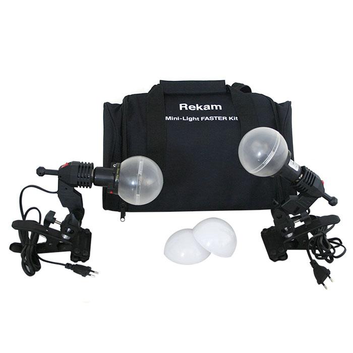 Rekam Mini-Light Faster комплект ламп-вспышек60-3RCL2Комплект Mini-Light Faster может применяться для съемки небольших предметов, бюстовых портретов, фото на документы и «виньетки», любительской съемки. Комплект можно использовать в качестве учебного пособия для фотографов, начинающих работать с импульсным светом.Для крепления ламп-вспышек в комплекте Mini-Light Faster используются «клипсы» с закрепленными на них патронами E-27. Патроны оснащены крепежными узлами для установки фото зонтов с диаметром «ножки» не более 9 мм. В качестве рассеивателей, в данный комплект выходят 2 матовых полупрозрачных диффузора, обеспечивающих ровную, почти «белую» засветку объекта съемки.Синхронизация с зеркальными и беззеркальными камерами осуществляется при помощи включенного в поставку синхрокабеля, или по «световому потоку». Есть возможность синхронизировать моноблоки с любительскими фотокамерами по 2 и 3 импульсам.