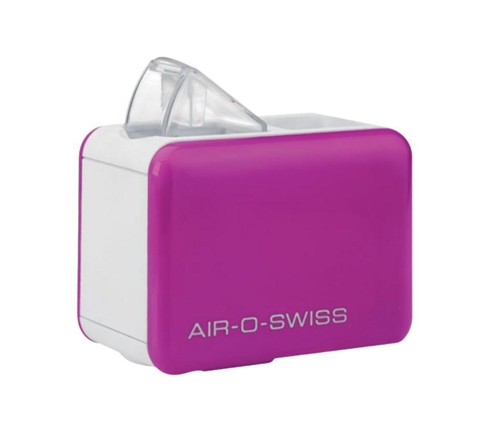 Boneco Air-O-Swiss U7146, Purple увлажнитель воздухаU7146 PurpleКомфорт, который «всегда с собой»Прибор работает по принципу ультразвукового увлажнения воздуха. Вода, попадая в камеру парообразования, под воздействием ультразвука расщепляется на мельчайшие брызги. Микроскопические капли образуют своеобразное облако пара, вентилятор малой мощности прогоняет наружный воздух, подавая пар в помещение, который затем равномерно по нему распространяется.Максимальное удобство эксплуатацииУникальность модели AOS U7146 - в том, что в качестве емкости для воды выступает стандартная пластиковая бутылка объемом не более 500 мл, что значительно облегчает вес и размеры прибора, а в целом - его конструкцию, что позволяет перевозить его на любые расстояния. Кроме того, такое новшество облегчает и подбор воды для увлажнения – Вы можете использовать любую очищенную воду. Для устойчивости прибора предусмотрены специальные складные ножки, которые обеспечивают хорошую устойчивость и безопасность при эксплуатации. AOS U7146 — портативный увлажнитель воздуха — выпускается в 4-х оригинальных цветах: ярко зеленый, фиолетовый, черный и белый. Уход за прибором очень прост: в нем нет фильтров, требующих регулярной замены, очистки от загрязнений требуют только внутренние части прибора и мембрана.Особенности Air-O-Swiss U7146механическое управлениеяркие модные цвета корпусав качестве емкости для воды используется любая стандартная бутылка объемом 500 млуникальная мембрана «glass-plate», повышающая производительность прибора на 20%автоматическое отключение при низком уровне водысветодиодный индикатор работы приборанеоновая подсветка паранизкий уровень шуманизкое потребление электроэнергиишнур с адаптеромкомпактные размерыпростое обслуживание и уход