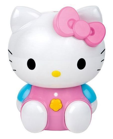 Ballu UHB-260 Hello Kitty Aroma увлажнитель воздухаUHB-260 Aroma (Hello Kitty)Компактный увлажнитель воздуха Ballu UHB-260 Hello Kitty Aroma стоит купить для создания комфортной и уютной атмосферы в детской комнате. Добавив в резервуар с водой ароматическое масло, Вы наполните комнату нежным ароматом, который успокоит или взбодрит ребенка, подарит ему хорошее самочувствие и приподнятое настроение. Увлажнение происходит за счет высокочастотных колебаний мембраны, посредством ультразвука. Вода размельчается и подается в помещение в виде пара. Увлажнитель Ballu UHB-260 Hello Kitty Aroma прост в обращении, безопасен и потребляет очень мало электроэнергии. А благодаря небольшим размерам, его легко взять с собой, наслаждаясь приятным и полезным воздухом на отдыхе и в путешествии. Высокое качество, оригинальный дизайн и низкая цена делают увлажнитель воздуха Ballu UHB-260 Hello Kitty Aroma прекрасным подарком для семьи с маленькими детьми.