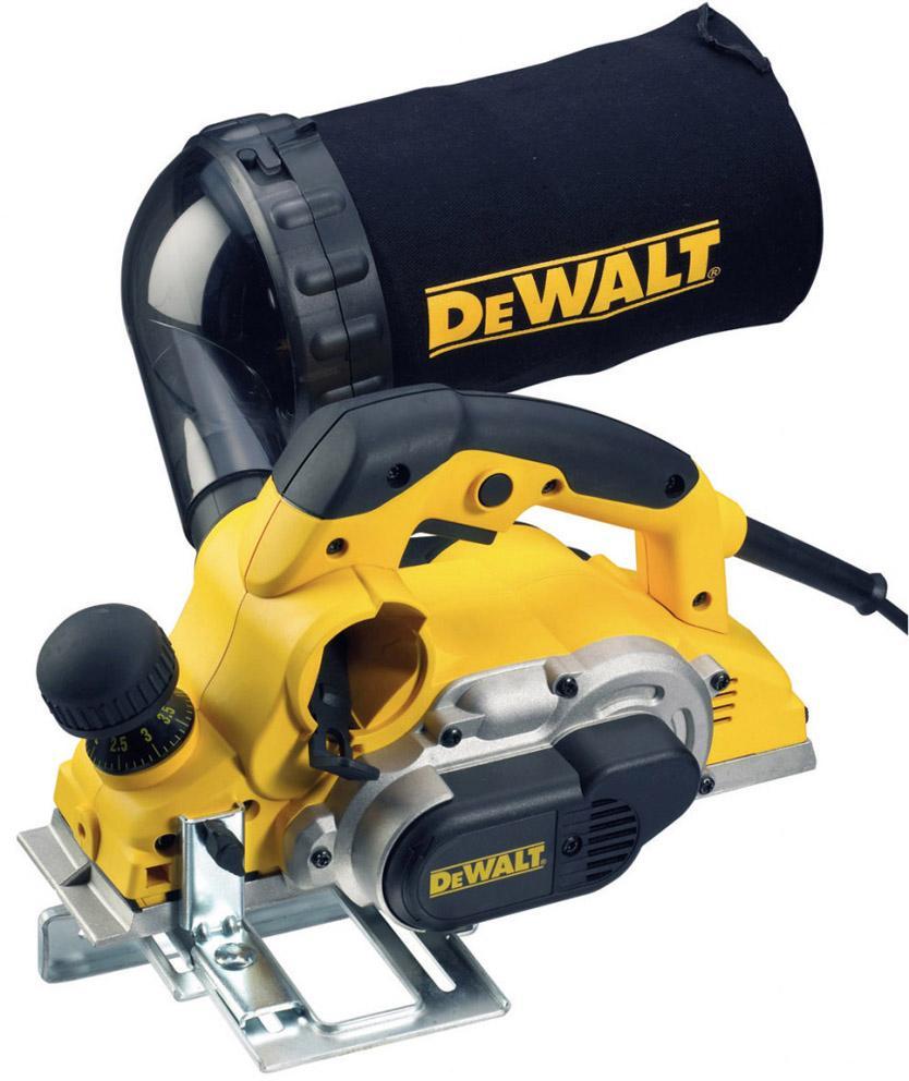 Электрорубанок DeWalt D26500 KD26500 KЭлектрорубанок DeWalt D26500K - производительный инструмент для строгания твердых пород древесины на глубину до 4 мм за один проход. Модель оснащена комфортными обрезиненными рукоятками. На передней части подошвы имеются три канавки для снятия фасок разной величины.Особенности:3 канавки для снятия фасокМощность: 1050 ВтГлубина реза: 4 ммГлубина выборки четверти:25 ммДиаметр барабана: 64 ммЛево- и правостороннее удаление стружкиПрорезиненные рукоятки исключают проскальзываниеПередняя рукоятка - регулятор глубины строгания с шагом 0.1 ммВысокая мощность двигателя обеспечивает легкое строгание твердых пород дереваВысокая скорость вращения барабана увеличенного диаметра обеспечивает высокое качество обработки поверхности.