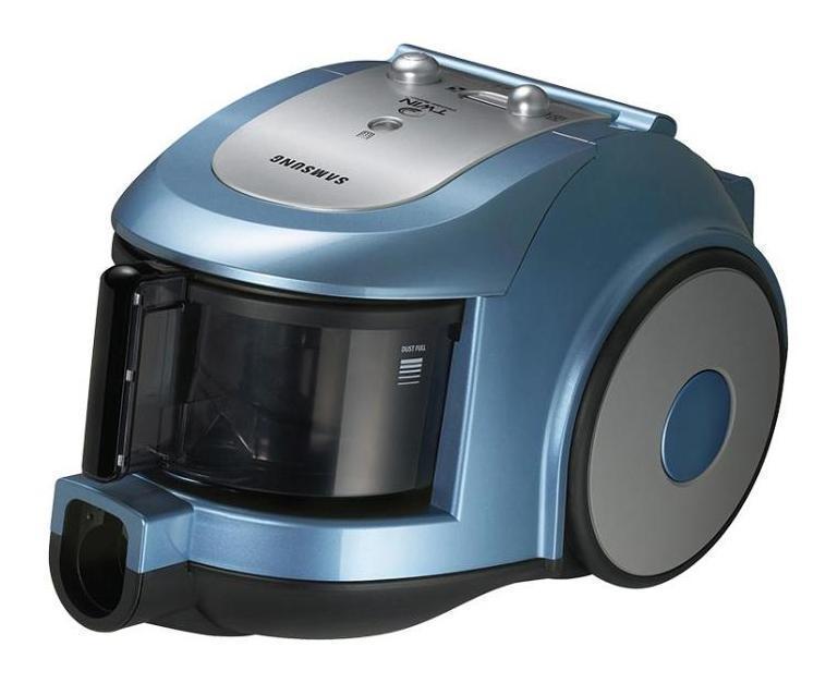 Samsung SC6534 пылесосSC6534Две камеры - в два раза чище дом Уникальная двухкамерная система Twin Chamber System компании Samsung включает две рабочие камеры, благодаря чему повышается эффективность чистки и сохранение высокой мощности всасывания. Поскольку частицы пыли увлекаются вихревым потоком воздух во внутреннюю камеру, частицы мусора удаляются из потока воздуха под действием центробежных сил. В результате крупные частицы пыли и мусора остаются во внешней камере и легко удаляются при опустошении пылесборника. Наконец, эта система означает, что вам не надо тратить время на трудоемкую процедуру удаления собранной пыли из пылесоса и тратить деньги на приобретение запасных мешков для сбора пыли Чистый воздух, легкое дыхание Samsung использует микрофильтры HEPA для обеспечения чистого выхлопа во время работы пылесоса. Поглощая микрочастицы и другие аллергены, включая жидкие частицы, фильтры HEPA обеспечивают в помещении чистый воздух. Фильтрующие свойства микрофильтров HEPA подтверждены исследовательскими институтами Германии. Кроме того, эти фильтры сертифицированы на фильтрацию аллергенов. Экономичный и эргономичный При использовании традиционных пылесосов с мешками для сбора пыли все сталкиваются с проблемой поиска и приобретения запасных мешков для сбора пыли. В случае использования пылесосом с системой Twin Chamber Systemвам не требуется приобретать никаких мешков, поскольку собранный мусор просто нужно вытряхнуть из пылесборника в корзину.