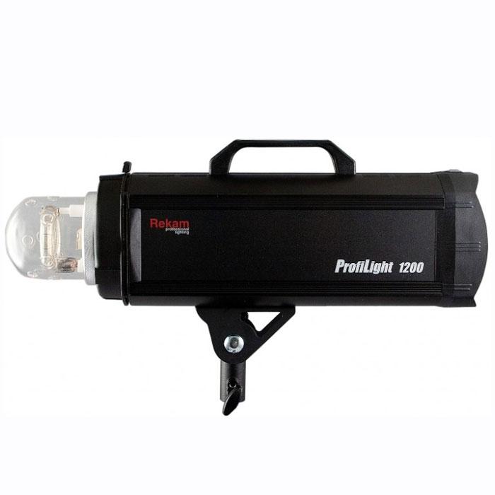 Rekam ProfiLight 1200 импульсный осветительEF-PL1200Импульсные осветители Rekam ProfiLight 1200 спроектированы для профессиональных фотографов и могут управляться не только с панели управления самого моноблока, но и с помощью беспроводного пульта дистанционного управления (ПДУ), при условии приобретения его дополнительно. Этот высококачественный ПДУ может контролировать до 50 импульсных осветителей (5 групп по 10 каналам), используя одну из самых революционных систем дистанционного управления.Импульсные осветители Rekam ProfiLight снабжены двумя системами кодирующих устройств (АЦП) для стабильного и точного управления. Оба устройства (АЦП) могут регулировать мощность вспышки и яркость моделирующей лампы осветителя в диапазоне от полной до 1/128 (7,0 ступеней) с точностью до 0,1 шага регулировки (f-stop).Время перезарядки осветителей Rekam ProfiLight задает новый высокий стандарт фото работам в цифровом формате для импульсных моноблоков: флагман данной серии, Rekam ProfiLight 1200, готов к работе всего через 1,3 сек при полной мощности (t=0.1).Сверхточная индикация температуры блока конденсаторов обеспечивается микропроцессором, который предотвращает сокращение продолжительности «жизни» конденсаторов и защищает ценные электронные узлы осветителя. Внутри осветителей серии ProfiLight имеется очень чувствительный датчик температуры, который может автоматически приостановить работу осветителя, если конденсаторы перегрелись.Приобретая дополнительные аксессуары к импульсным осветителям серии ProfiLight, такие как специально разработанные для этой серии радио-трансмиттер и ресивер, фотограф получает возможность синхронизировать свою фото камеру с осветителя-ми без проводов, легко и сверхнадежно.