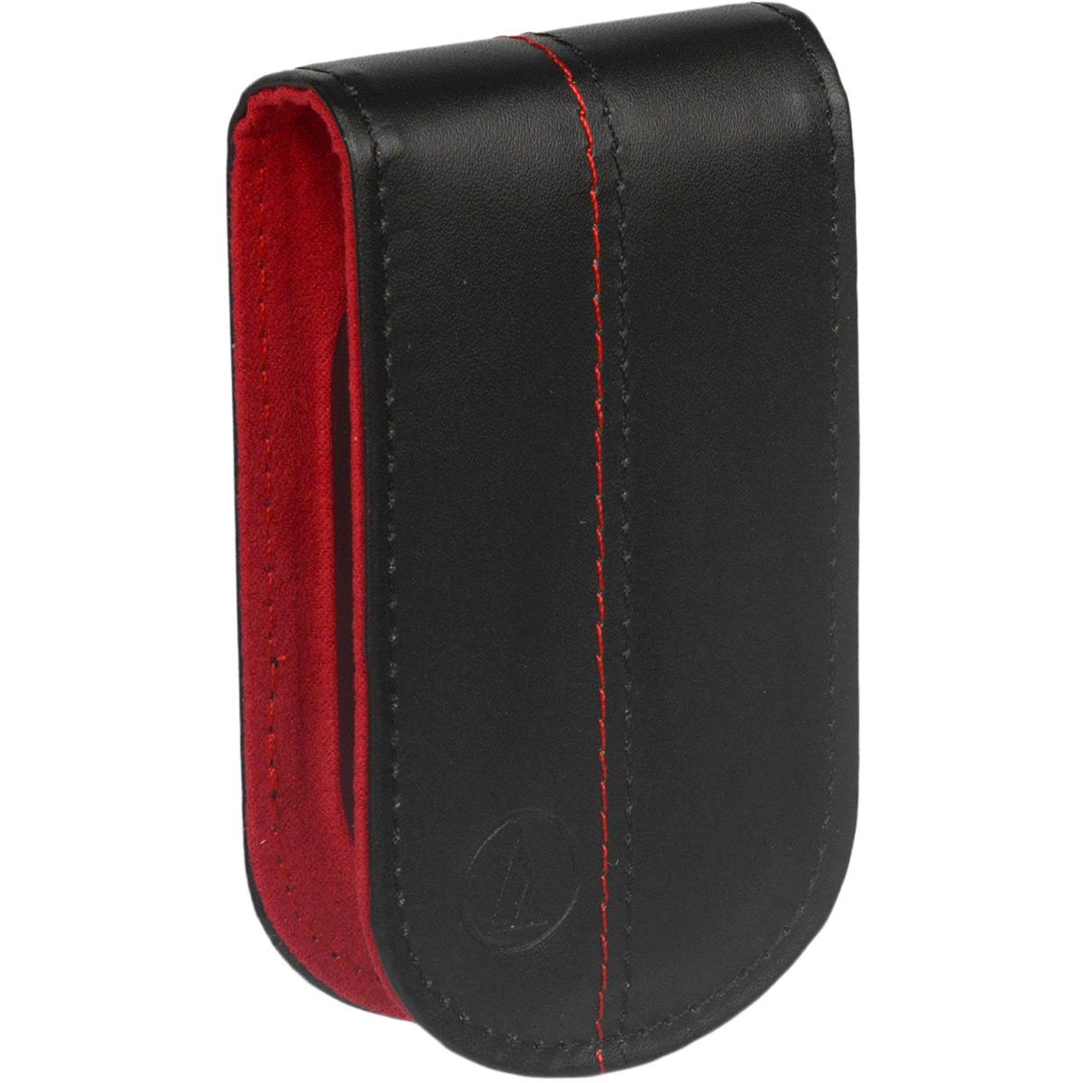 Audio-Technica ATH-HPP33, Black Red чехол для наушников10102344Audio-Technica ATH-HPP33 - кейс-держатель для вставных наушников Audio-Technica, позволяющий компактно и надежно хранить наушники в то время, когда они не используются. Просто оберните провод наушников вокруг держателя, начиная со штекера. Небольшие размеры позволяют поместить его даже в самую маленькую сумку или карман.