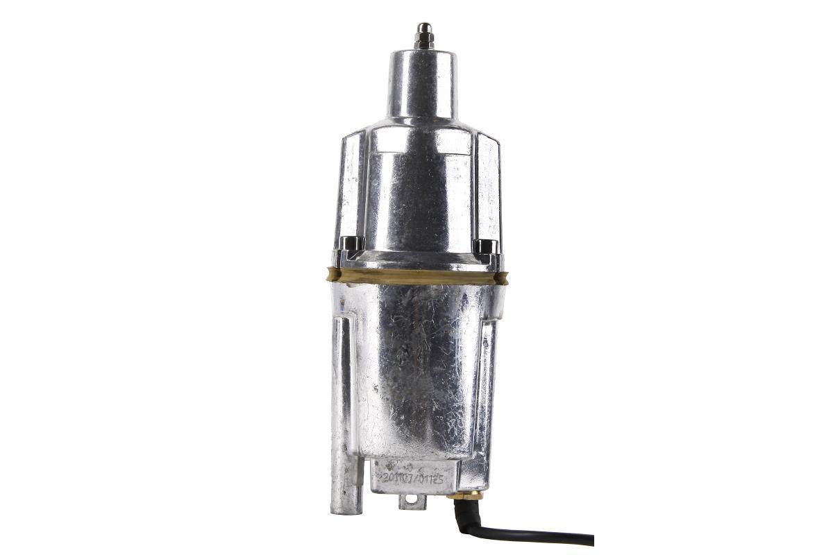 Hammer NAP200 (25) погружной вибрационный насосNap200 (25)Насос вибрационный погружной HAMMER NAP200 (25) - это надежное оборудование, предназначенное для перекачки переносной и подъема чистой воды из скважин, колодцев на высоту до 40 метров. Отличается малым потреблением электрической энергии. Вал двигателя из нержавеющей стали и алюминиевый полированный корпус обеспечивают повышенную надежность и продлевают срок службы насоса. Вибрационный насос HAMMER NAP200 (25) оснащен системой термозащиты и длинным кабелем 25 м. Верхний забор воды способствует охлаждению электромагнитной системы, защищает от чрезмерной перегрузки и препятствует замутнению воды. Не нуждается в дополнительном обслуживании. Подходит для перекачки жидкости на большие горизонтальные расстояния - до 150 метров.