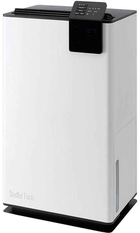 Stadler Form Albert Little A-050E осушитель воздухаA-050EОригинальный климатический прибор Albert в элегантном бело-черном корпусе, гармонично вписывающийся в современный интерьер и подстраивающийся под требования современной жизни, очень эффективно осушает воздух в помещении. Его возможности сложно переоценить для помещений с постоянной повышенной влажностью: бассейнов, спа-центров, подвалов, кладовых, винных хранилищ. И конечно, он подойдет для жилых помещений с влажным климатом. Если в доме сыро, и вы не знаете, как избавиться от грибка, то эту проблему поможет решить осушитель Albert.Основное предназначение Albert – поддерживать влажность в помещении на заданном уровне. Этот уровень легко отслеживается: вы его можете установить своему желанию, слегка повернув регулятор на верхней панели прибора. Избыточная влажность воздуха способствует размножению вредных бактерий, появлению плесени и неприятных запахов. Но попадая в устройство осушителя, воздух избавляется от излишней влажности, что препятствует распространению всех этих неприятностей.Конструкция Albert очень продуманна. Его можно перемещать по комнатам, для этого прибор установлен на удобные колесики. Конденсат – влажность, которую осушитель «забирает» из воздуха, - попадает в специальный контейнер. Эту емкость можно вынимать за автоматически поднимающую ручку. Также устройство оснащено рукавом для отвода конденсата, что дает возможность осушителю работать непрерывно. Чтобы осушенный воздух распределялся равномерно, можно включить функцию «Swing», которая запустит покачивание створок на выходе.