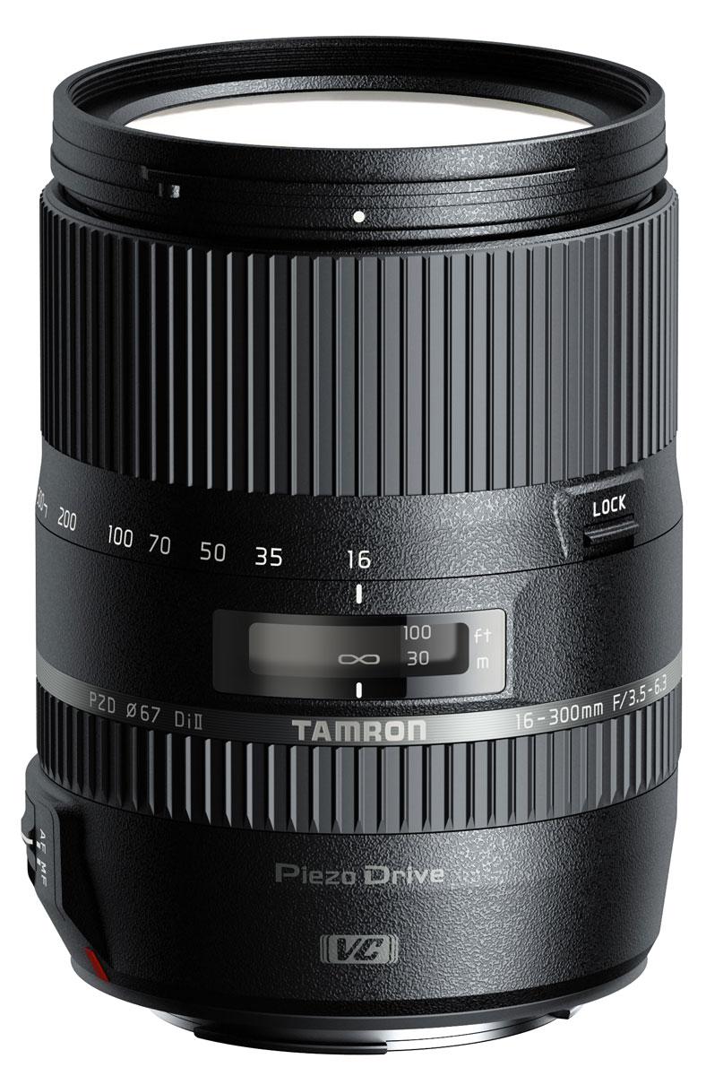 Tamron 16-300mm f/3.5-6.3 Di ll VC PZD Macro, Nikon объективB016NУниверсальный объектив Tamron AF 16-300m f/3.5-6.3 Di ll VC PZD Macro с диапазономфокусных расстояний 16-300 мм может использоваться как для съёмки пейзажей, так и для портретной съёмки. Защита от брызг обеспечивает комфортную работу с оптикой в дождливую погоду, а пьезо-ультразвуковой мотор Piezo Drive гарантирует тихую, точную и невероятно быструю автофокусировку. Также предусмотрена возможность ручной фокусировки.Фирменная система подавления вибраций VC (Vibration Compensation) позволяет вести съёмку без штатива на максимальном зуме. Минимальная дистанция фокусировки в Tamron 16-300mm F/3.5-6.3 Di II VC PZD составляет всего 39 см, он также подходит для макросъёмки. Оптическая схема объектива с 7-лепестковой диафрагмой и диаметром фильтра 67 мм состоит из 16 элементов в 12 группах.Главное, что выделяет новый объектив – уникальный оптический зум, кратность которого составляет 18.8 (в эквиваленте 35-мм камеры его фокусные расстояния равны 24-450 мм). При всех своих огромных возможностях Tamron B016 выглядит элегантным и миниатюрным. Стильное кольцо с логотипом Tamron из вольфрама придает объективу изысканный вид, соответствующий требованиям пользователей цифровых зеркальных фотоаппаратов.