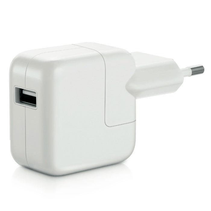 Apple USB Power Adapter 12W зарядное устройство (MD836ZM/A)MD836ZM/AКомпактный и удобный сетевой адаптер питания с портом USB позволяет заряжать устройства Apple. Адаптер можно соединять непосредственно с iPad через порт Lightning. Он также совместим с iPad mini.Адаптер питания обеспечивает быструю и эффективную зарядку. Он также заряжает iPhone и все модели iPod. В комплект входит оригинальный переходник под розетку. Корпус адаптера выполнен из высококачественного ударопрочного пластика.