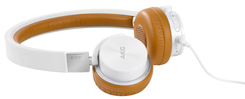 AKG Y45BT, White наушникиY45BTWHTAKG Y45BT - наушники имеют встроенный микрофон и кнопки для регулировки громкости и принятия вызова. Аккумулятора вам хватит на длительное время беспрерывного звучания, к тому же имеется и кабель с разъемом 3,5 мм, который может быть присоединен к любому источнику звука. Благодаря высокой громкости и хорошей детализации обеспечивает отличную слышимость даже в довольно шумной обстановке
