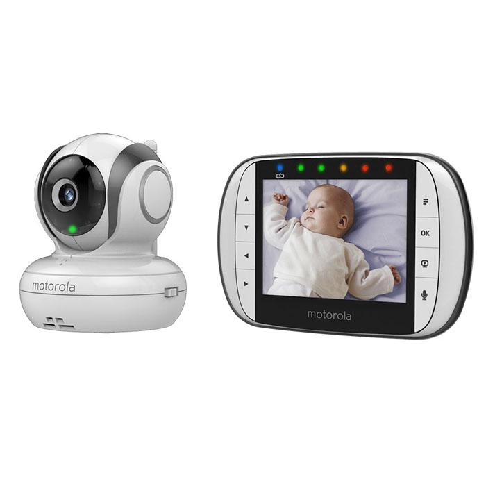 Видеоняня Motorola MBP36S позволит родителям внимательно следить за своим ребенком. Изображение со всех камер может одновременно выводиться на один дисплей благодаря многоэкранному режиму, а также возможно цикличное переключение изображения с камеры на камеру. Радиус действия приемника составляет 300 метров, поэтому с ним можно выйти на улицу или находиться в любой части большого дома. Дополнительные функции позволяют контролировать температуру и уровень шума в детской комнате. Двухсторонняя аудиосвязь дает возможность маме успокоить малыша на расстоянии, а дополнительные полифонические колыбельные помогут ребенку заснуть. Родительский блок поддерживает одновременное подключение до четырех камер, что позволяет свободно пользоваться наблюдением в нескольких комнатах. Рабочая частота: 2,4 ГГц 8 уровней яркости и громкости родительского блока 8 инфракрасных светодиодов Тип матрицы: CMOS, 0,3 Мпикс Объектив: f 2,5 мм; F 2,8